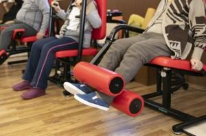 筋力強化の機器でトレーニング